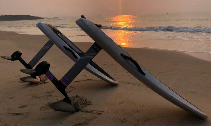 Tabla de surf eléctrica Waydoo Flyer ONE | Electric Mov | Playa